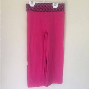 EUC Vineyard Vines size 4 magenta pants
